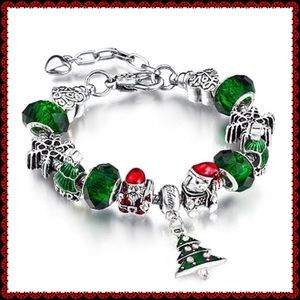 ❤️ Silvertone Christmas Tree Swarovski Bracelet